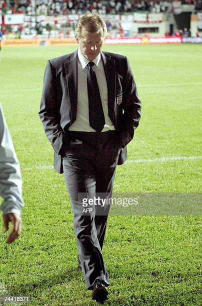 England's coach Steve McLaren leaves the pitch at the end of the first-half of the Euro2008 Group E qualifying football match against Estonia, 06...