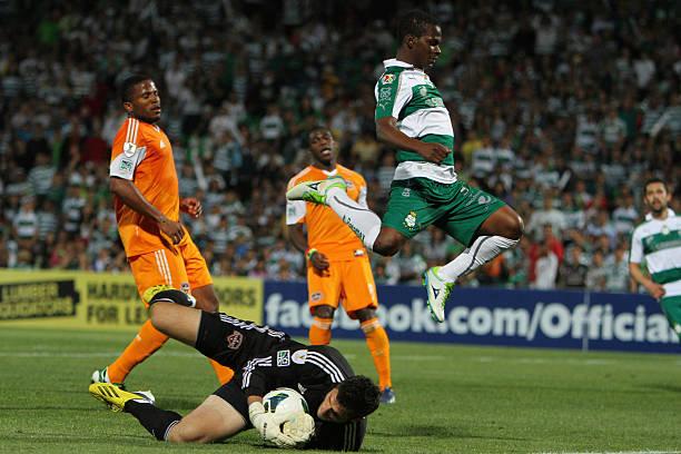 Fotos und Bilder von Santos v Houston Dynamo - 2012 - 13 CONCACAF ...