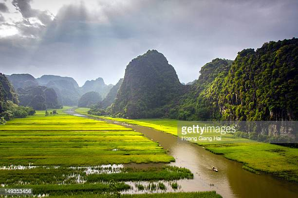 tam coc valley - vietnam stock pictures, royalty-free photos & images