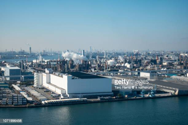 tama river and factories in kawasaki city in kanagawa prefecture in japan daytime aerial view from airplane - 川崎市 ストックフォトと画像