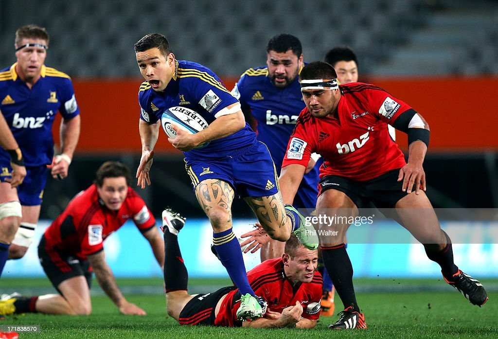 Tamati Ellison of the Highlanders breaks away during the round 18 Super Rugby match between the Highlanders and the Crusaders at Forsyth Barr Stadium on June 29, 2013 in Dunedin, New Zealand.