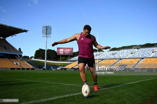 Tamati Williams runs through drills during a Maori All Blacks captain's run at Mt Smart Stadium on July 02, 2021 in Auckland, New Zealand.