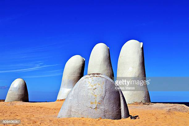 Também conhecido como La Mano ou Los Dedos o Monumento ao Afogado obra do artista chileno Mario Irarrázabal é o ponto turístico mais icônico de Punta...