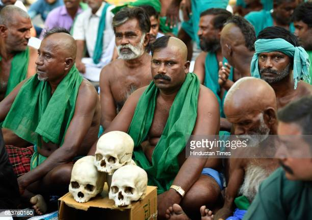 Tamil Nadu farmers protest at Jantar Mantar for loan waiver and compensation for their crop failure on April 2 2017 in New Delhi India The Tamil Nadu...