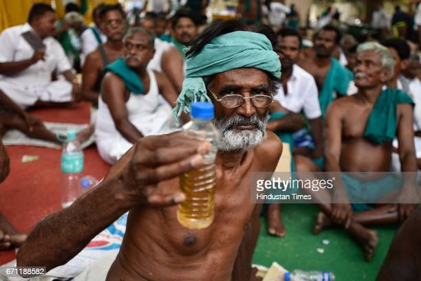 Tamil Nadu farmers who are protesting at Jantar Mantar have pledged to drink their urine on Saturday if the government did not pay heed to their...