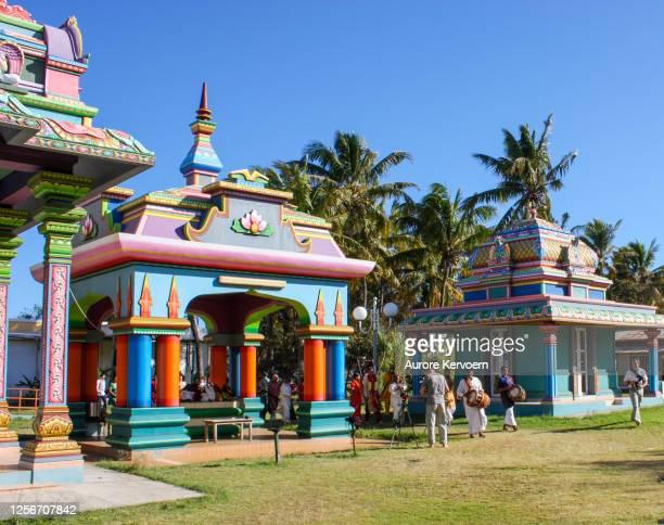 templo tamil en san pedro, isla reunión. - isla reunion fotografías e imágenes de stock