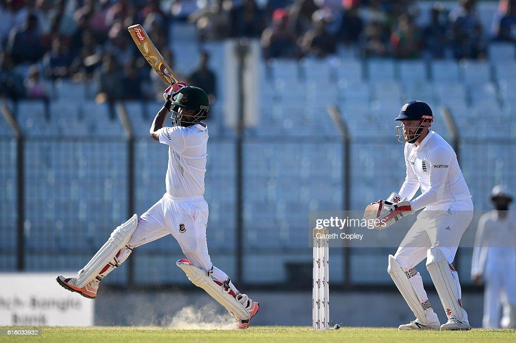 Bangladesh v England - First Test: Day Two : News Photo