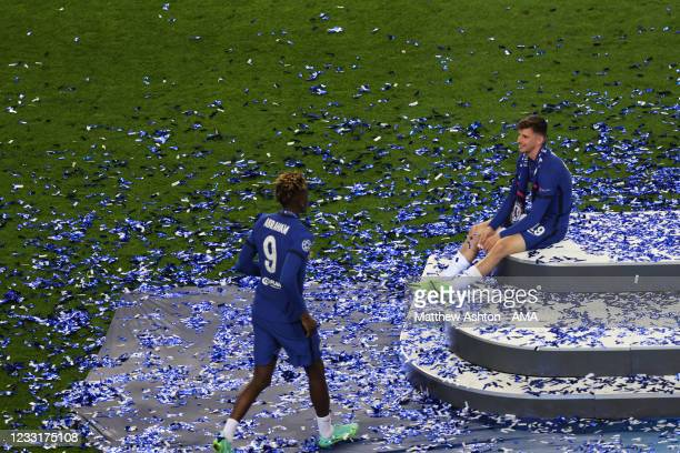 Tammy Abraham and Mason Mount of Chelsea during the UEFA Champions League Final between Manchester City and Chelsea FC at Estadio do Dragao on May...