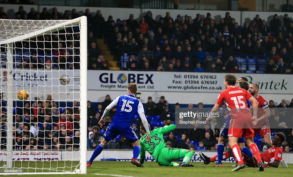 Tammy Abraham of Bristol City scores to level the match 1-1 during the Sky Bet Championship match between Ipswich Town and Bristol City at Portman Road on December 30, 2016 in Ipswich, England.