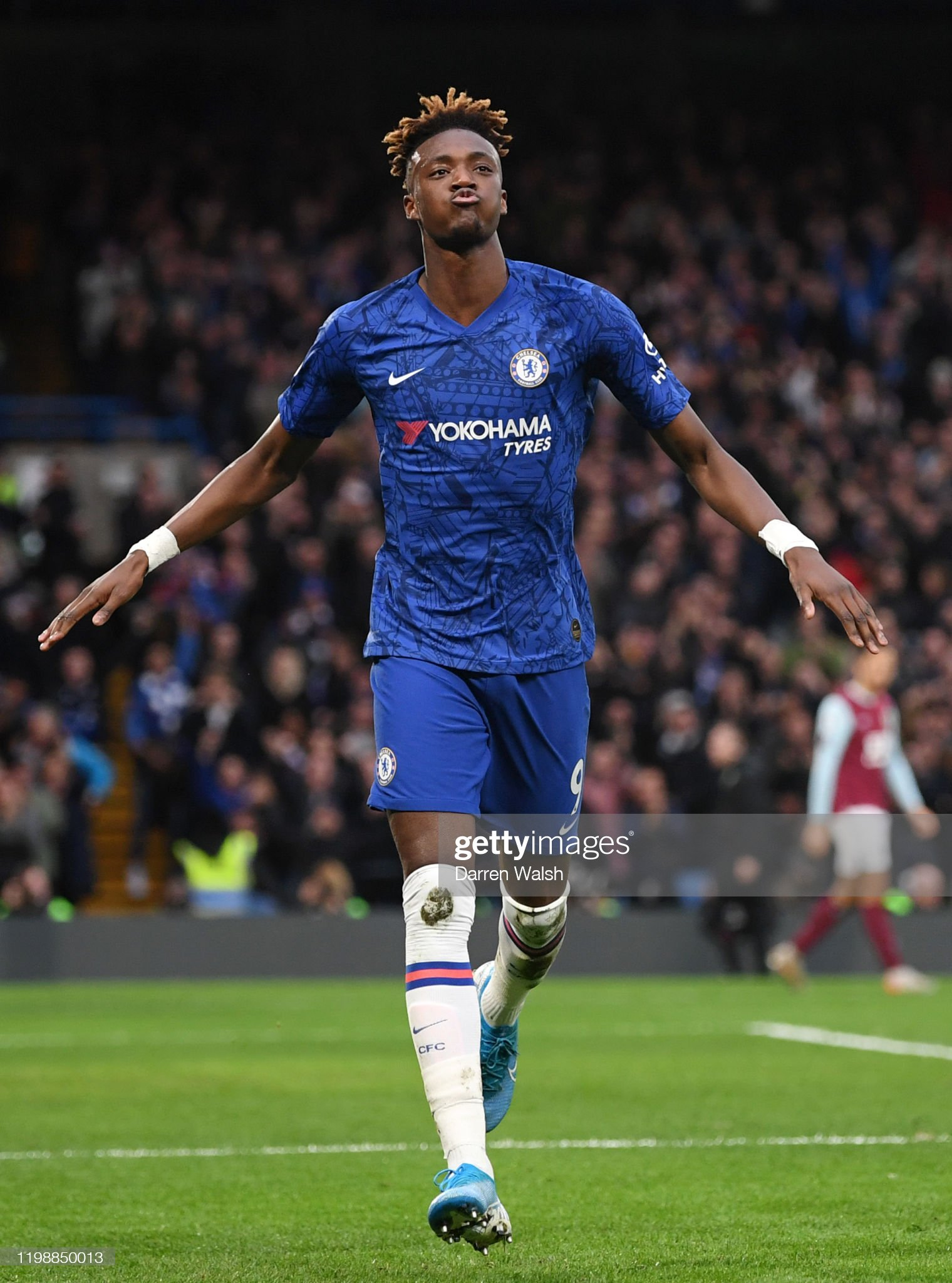 ¿Cuánto mide Tammy Abraham? - Altura - Real height Tammy-abraham-of-chelsea-celebrates-after-scoring-his-teams-second-picture-id1198850013?s=2048x2048