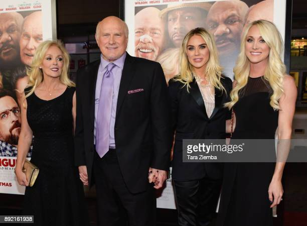 Tammy Bradshaw Terry Bradshaw Rachel Bradshaw and Erin Bradshaw attend the premiere of Warner Bros Pictures' 'Father Figures' at TCL Chinese Theatre...