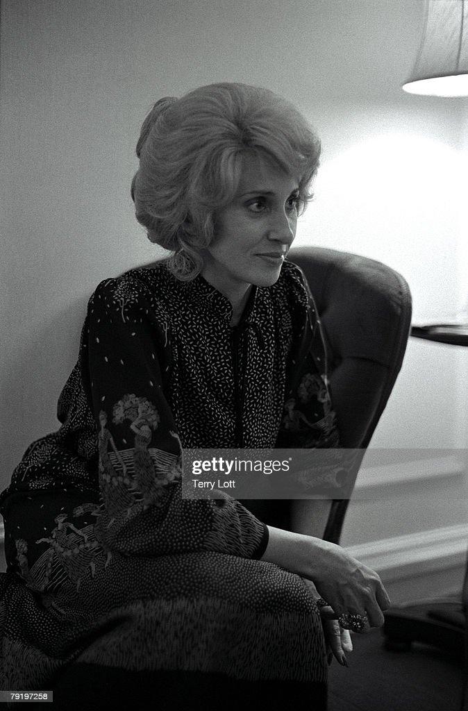 Tammy Wynette Press Interview In Hotel, London