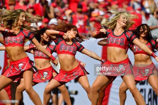 3 674 Buccaneers Cheerleaders Photos And Premium High Res Pictures Getty Images