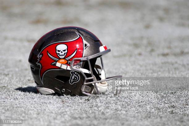 540 tampa bay buccaneers helmets photos and premium high res pictures getty images https www gettyimages com photos tampa bay buccaneers helmets