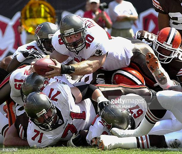 Tampa Bay Buccaneers Mike Alstott stretches for a touchdown 13 October 2002 during the first quarter against the Cleveland Browns at Raymond James...