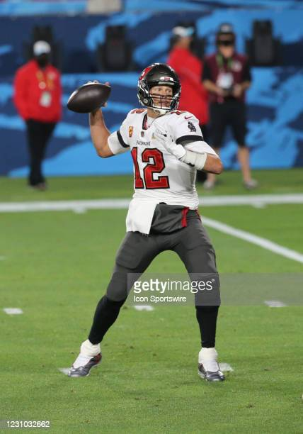 Tampa Bay Buccaneers Quarterback Tom Brady throws a pass for a touchdown to Tampa Bay Buccaneers Wide Receiver Antonio Brown during Super Bowl LV...