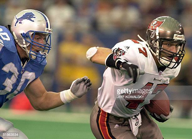 Tampa Bay Buccaneers' safety John Lynch intercepts the ball in front of Detroit Lions' Cory Schlesinger in the forth quarter at the Silverdome in...