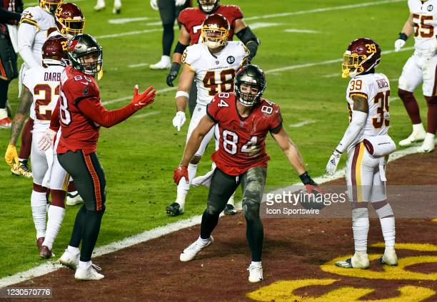 Tampa Bay Buccaneers tight end Cameron Brate celebrates his touchdown reception against Washington Football Team linebacker Mychal Kendricks and free...