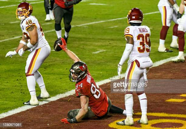 Tampa Bay Buccaneers tight end Cameron Brate makes a touchdown reception against Washington Football Team linebacker Mychal Kendricks and free safety...