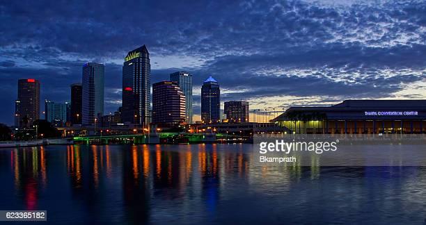 tampa florida city skyline at sunrise - tampa stock-fotos und bilder