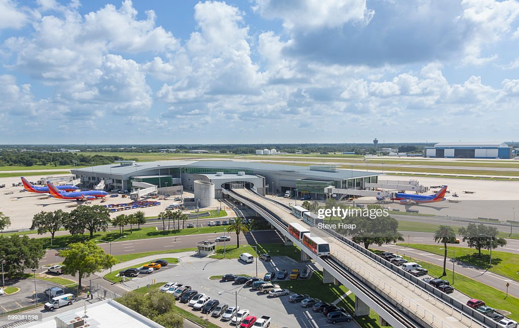 Tampa International Airport with trains to the terminal building, Tampa, Florida, USA : Foto de stock