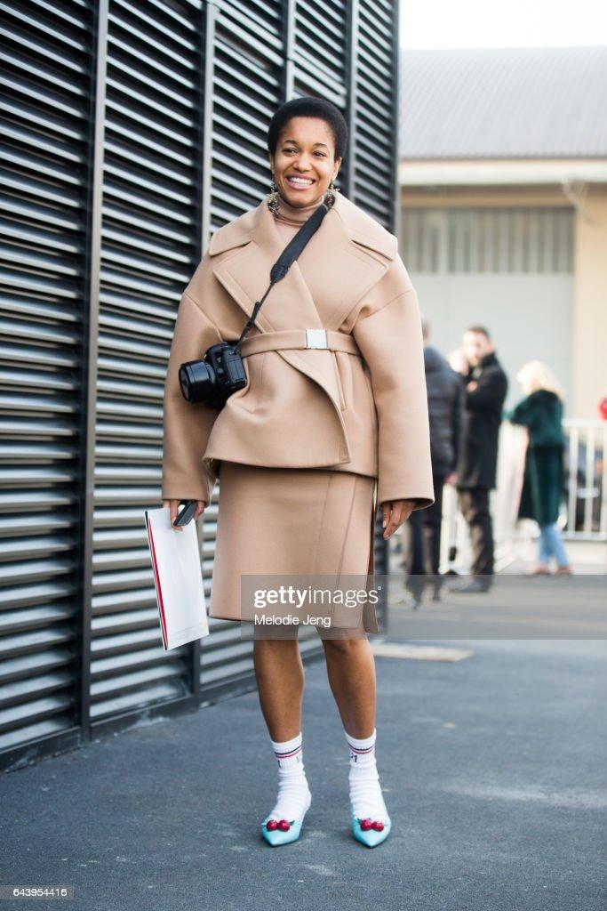 Street Style: February 22 - Milan Fashion Week Fall/Winter 2017/18 : News Photo