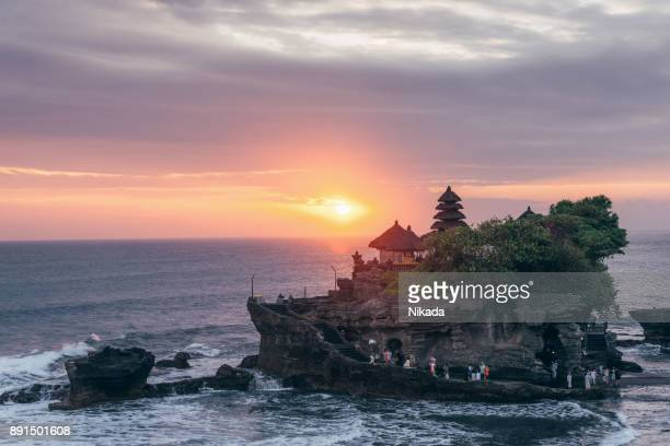 tanah lot, bali water temple at sunset - tanah lot stock pictures, royalty-free photos & images