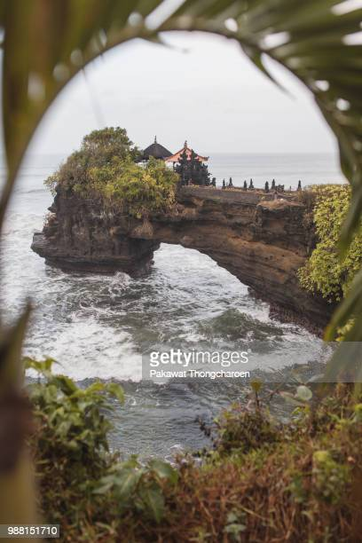tanah lot temple, bali, indonesia - tanah lot stock pictures, royalty-free photos & images