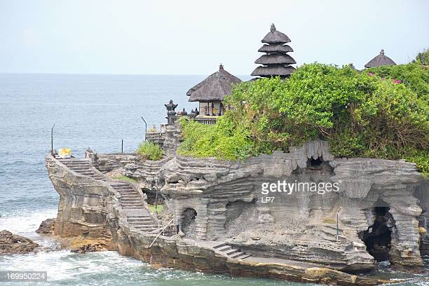 tanah lot temple in bali - tanah lot stock pictures, royalty-free photos & images