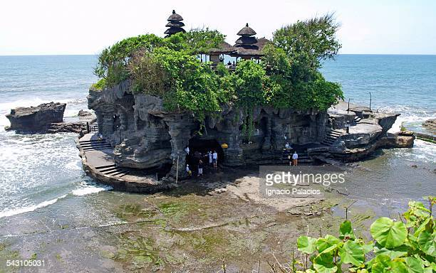 tanah lot temple - tanah lot stock pictures, royalty-free photos & images