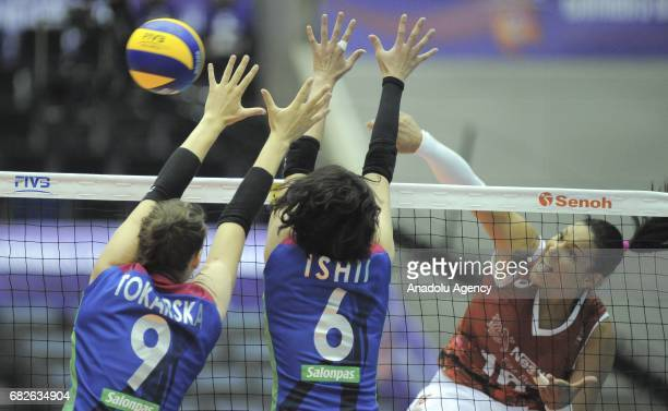Tandara Caixeta of Osasco Voleibol Clube in action against Maja Tokarska and Yuki Ishii of Hisamitsu Spring during the semifinals match of the FIVB...