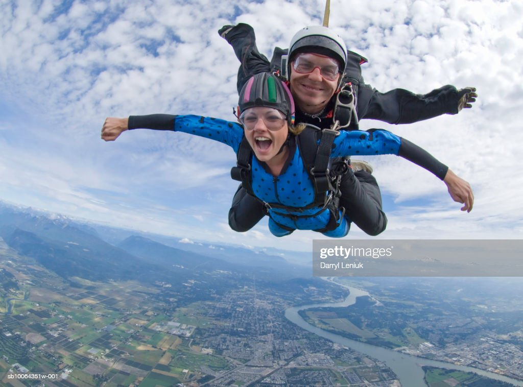 Tandem skydivers in freefall : Stock Photo