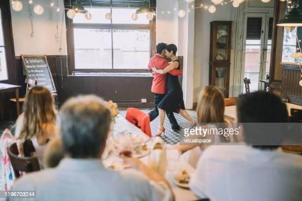 mostra da dança do tango em um restaurante - argentina - fotografias e filmes do acervo