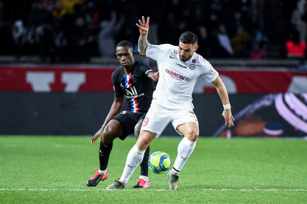 MHSC -EQUIPE DE MONTPELLIER -LIGUE1- 2019-2020 - Page 5 Tanguy-kouassi-of-psg-an-andy-delort-of-montpellier-during-the-ligue-picture-id1197940141?k=6&m=1197940141&s=612x612&w=0&h=wEJey8bdmejop6IdEanQrEJ4j_8Alxw-RIj4gzAQ8W8=