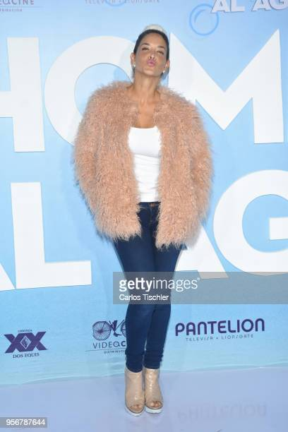 Tania Riquenes poses for pictures during the 'Overboard ' Mexico City premiere at Cinemex Antara on May 8 2018 in Mexico City Mexico