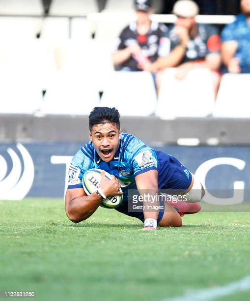 Tanielu Teleu2019a of the Blues going over for a try during the Super Rugby match between Cell C Sharks and Blues at Jonsson Kings Park on February...