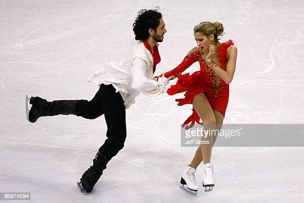 Tanith Belbin and Benjamin Agosto of the United States compete in the Free Dance during the 2009 ISU World Figure Skating Championships on March 27,...