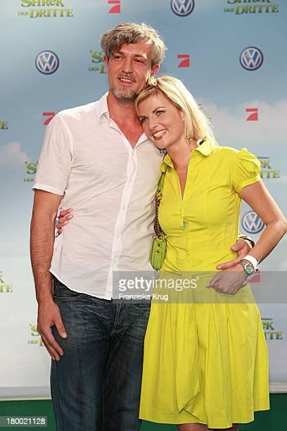 Tanja Bülter Mit Freund Nenad Drobnjak Bei Der Shrek Der Dritte Premiere Im Sony Center In Berlin Am 080607
