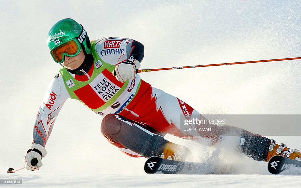 Tanja Poutiainen of Finland competes in the giant slalom during the opening round of the FIS Ski World Cup in Soelden 23 October 2004. Anja Paerson won ahead of Poutiainen and third-placed Maria Jose Rienda Contreras of Spain.