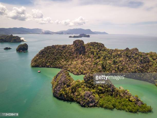 tanjung rhu beach, langkawi, malaysia - küstenlandschaft stock pictures, royalty-free photos & images