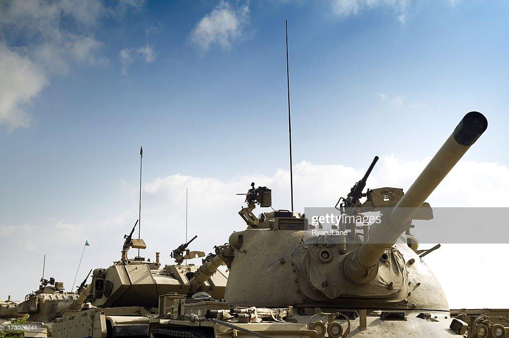 Tank Konvoi mit Textfreiraum : Stock-Foto