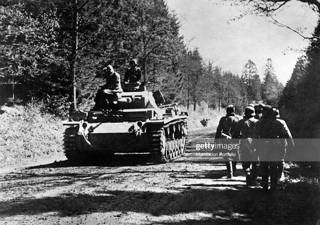 A tank going in the Ardennes Forest  : News Photo