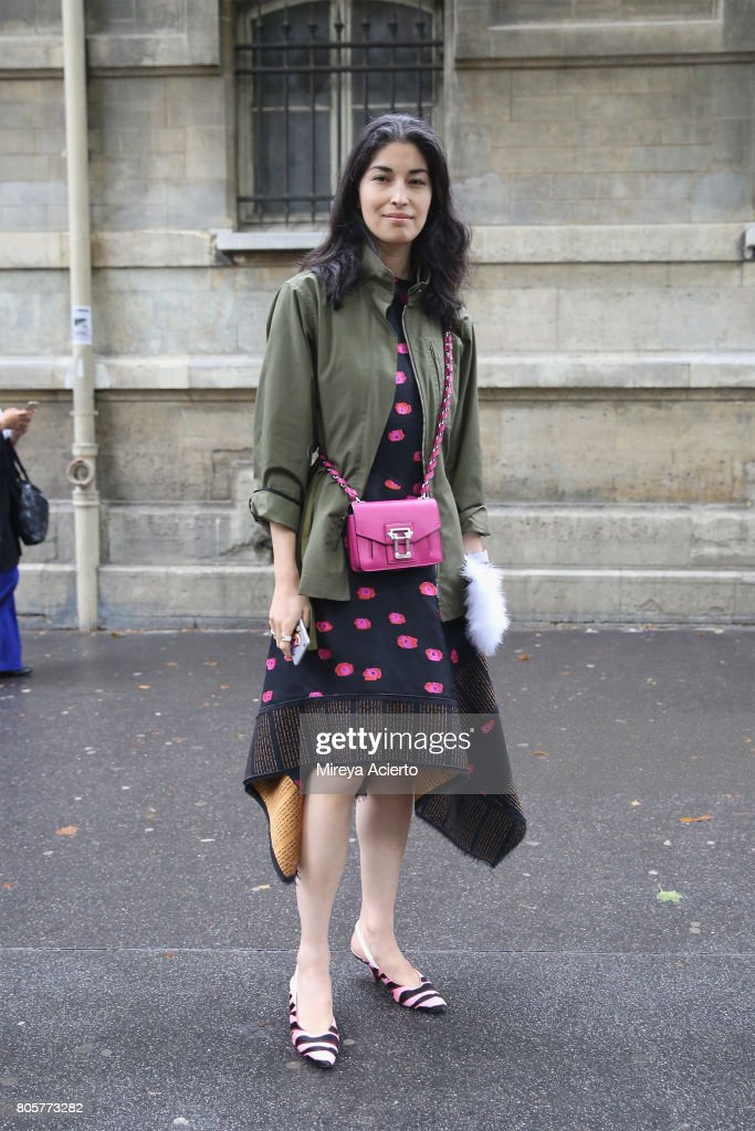Street Style - Paris Fashion Week - Haute Couture Fall/Winter 2017-2018 : Day one