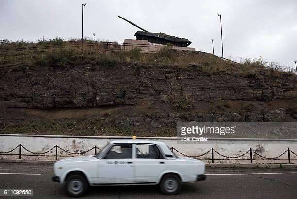 tank monument in shushi, nagorno-karabakh - ナゴルノカラバフ ストックフォトと画像