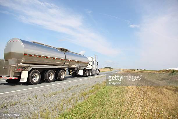 Navire-citerne camion