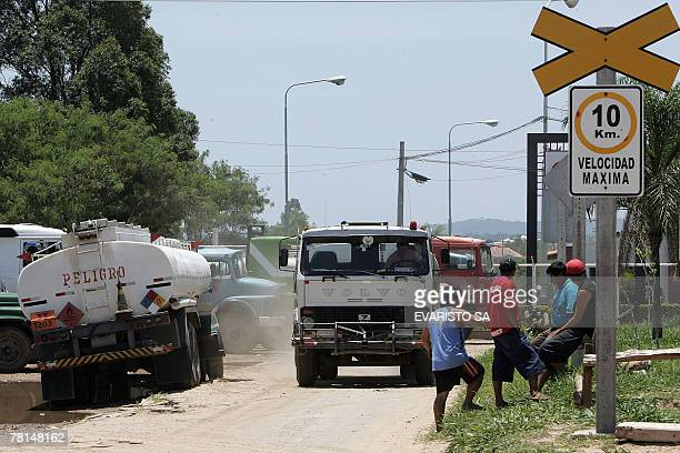 Tankers line up for hours to load diesel from a Bolivian Hydrocarbon Logistics Company station 29 November 2007, near Santa Cruz de la Sierra,...