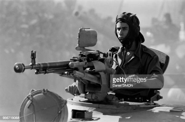 Tankiste lors de la parade militaire pour le 25ème anniversaire de l'insurrection qui amena l'indépendance de l'Algérie 1er novembre 1979