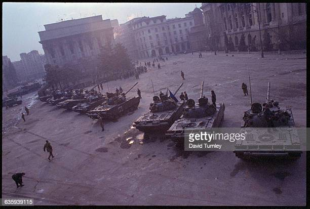 Tanks of the Romanian military ring Revolution Square aimed at the palace of Ceausescu