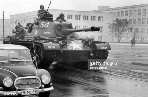 Tanks of the US Army driving on the streets on West Berlin which are covered with snow slush on occasion of a maneuver on 10th December 1960 | usage...