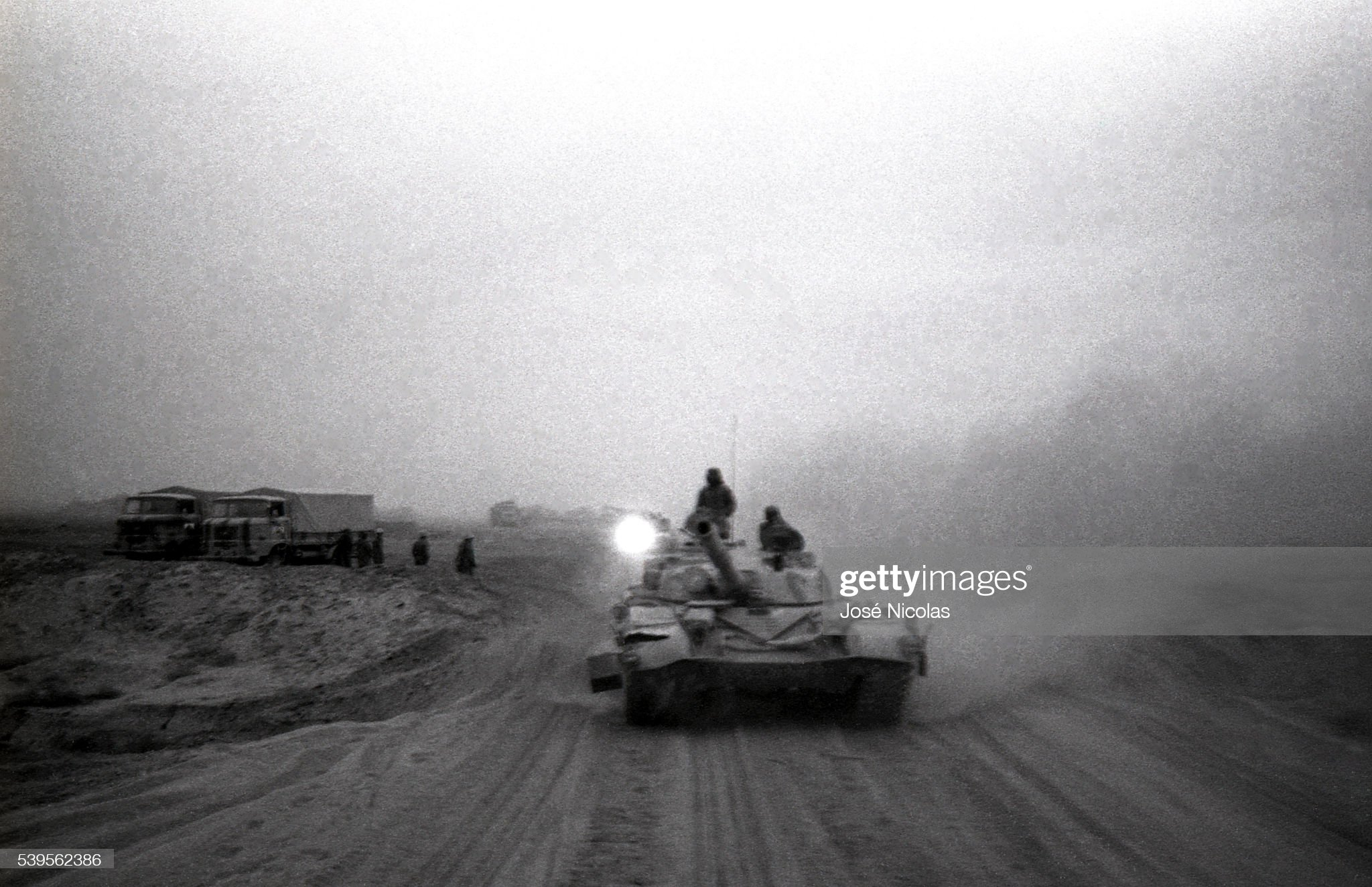 https://media.gettyimages.com/photos/tanks-on-the-road-to-basra-picture-id539562386?s=2048x2048